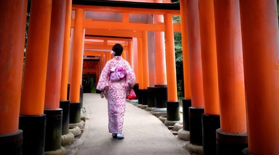 Il tempio fushimi-inari a Kyoto