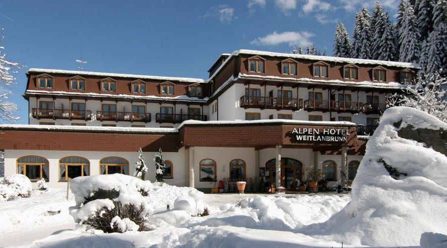 Esterno hotel innevato