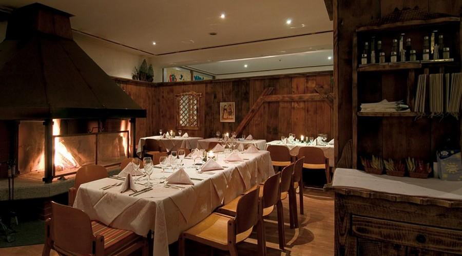 Sala da pranzo e caminetto