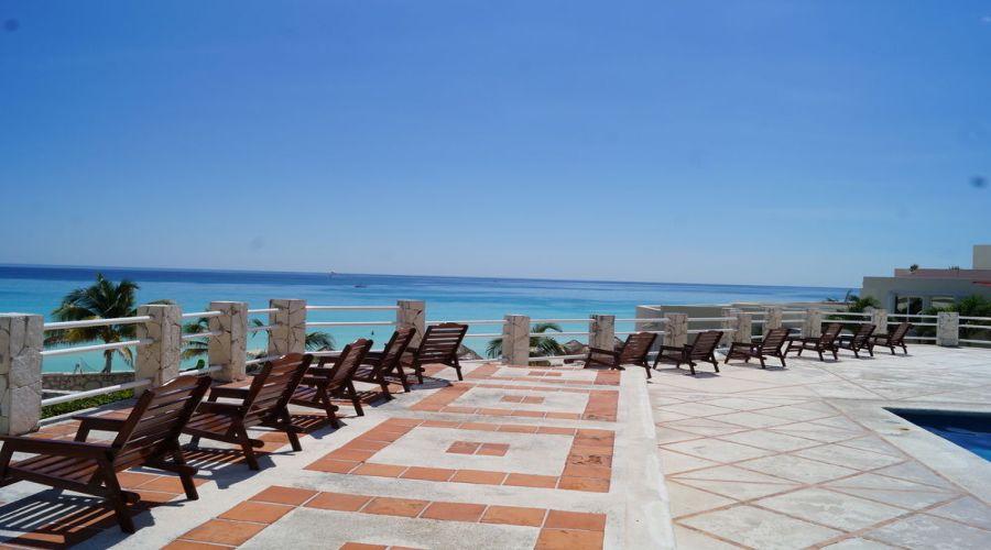Solymar Beach: Solarium vista mare