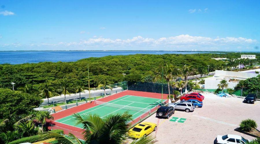 Solymar Beach: Campo da tennis