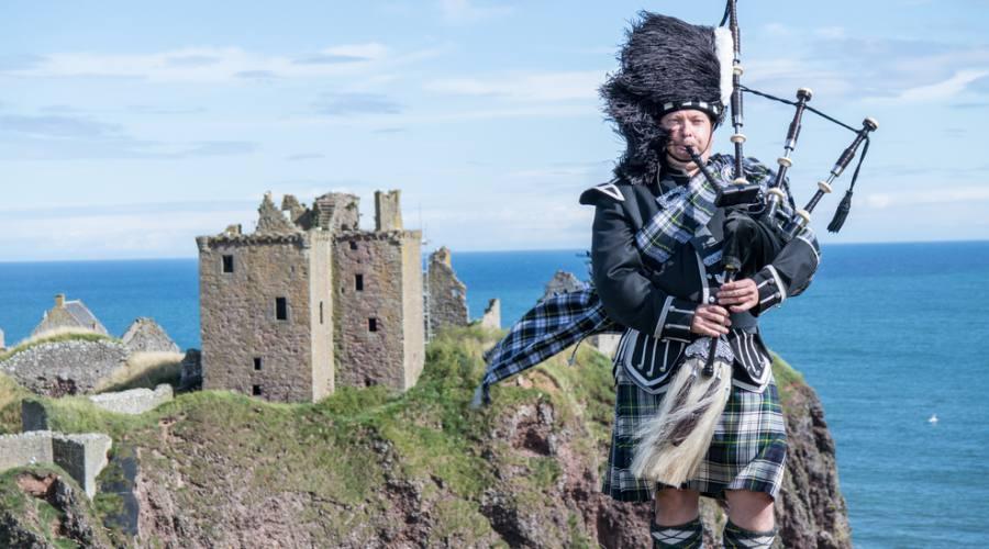 Tradizionale costume scozzese presso Dunnottar Castle
