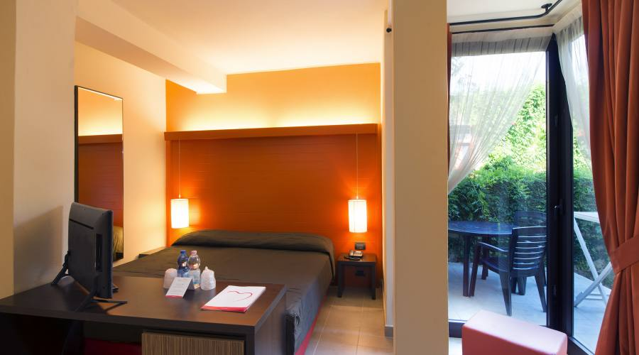 Camera con giardino privato