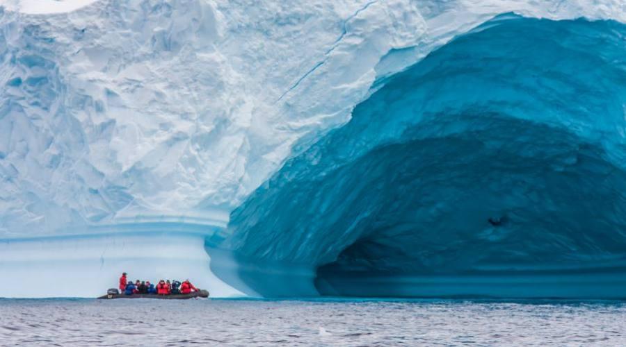 gigantesco Iceberg nello Stretto di Drake