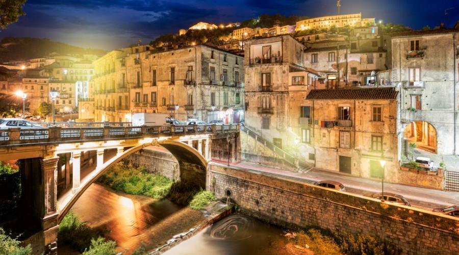 Città vecchia di Cosenza di notte, Calabria