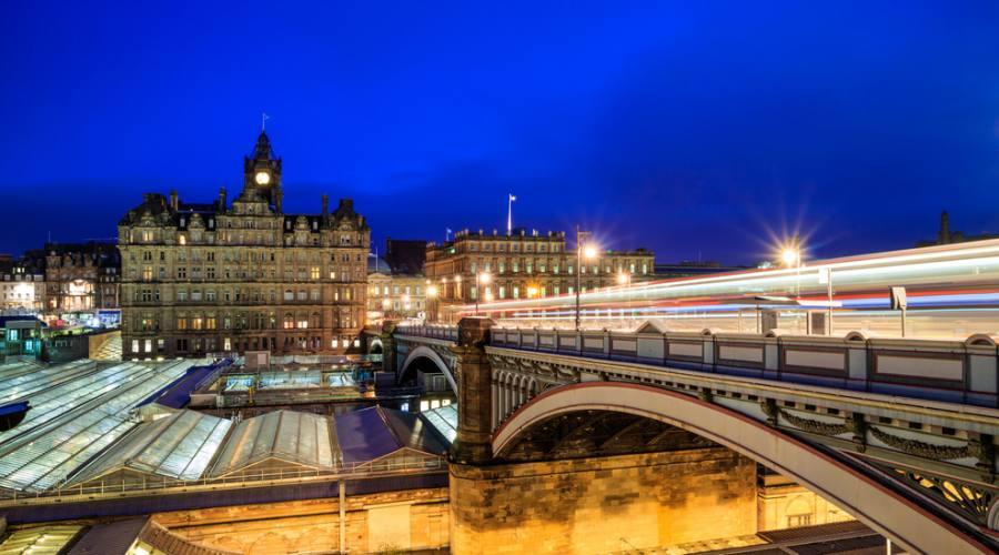 Edimburgo sguardo notturno sulla città
