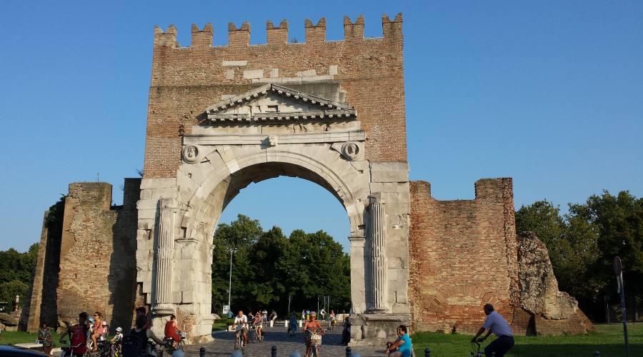 Un pò di storia: Arco di Augusto