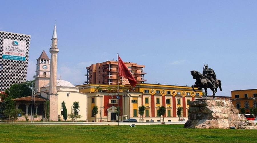 Tirana Piazza Skanderbeg