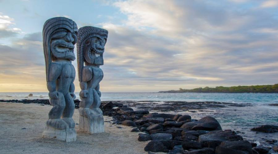 Wooden Hawaiian statues in Puauhonua o Honaunau National Historical Park, Big Island