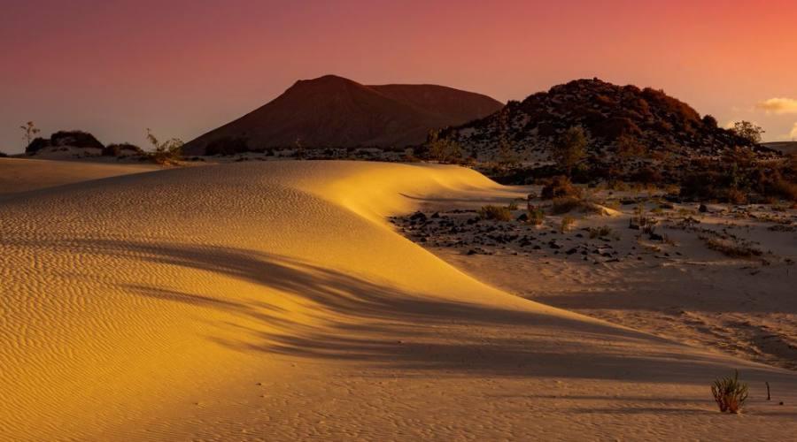 vista panoramica del tramonto sulle dune di sabbia, Corralejo