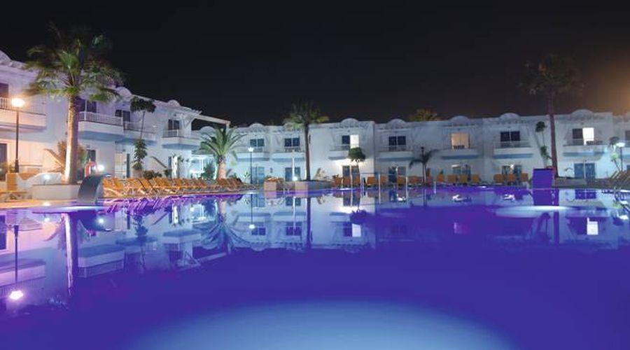 Vista Piscina dell'Hotel di notte