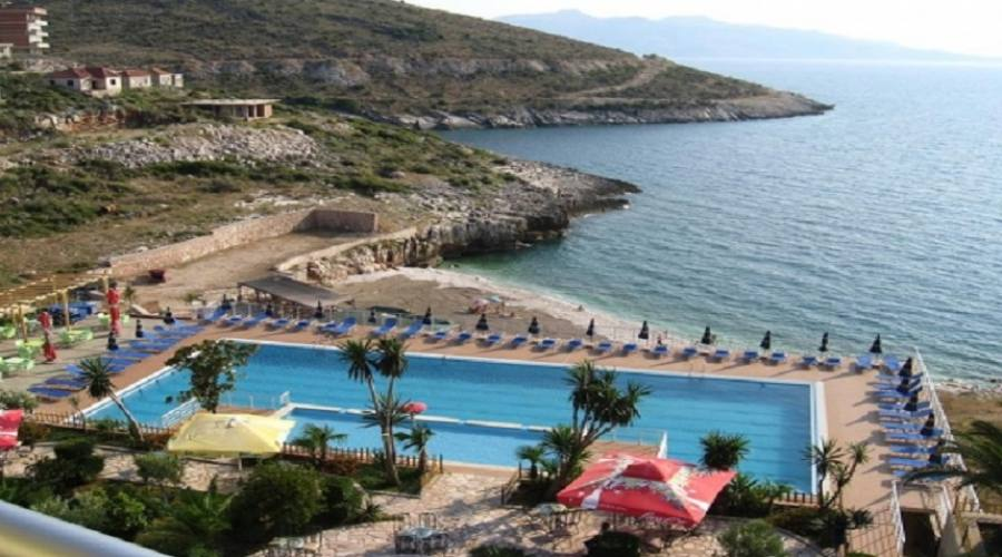 la spiaggia e piscina