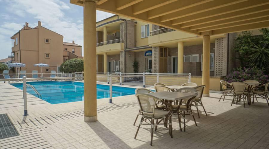 Bar e piscina hotel