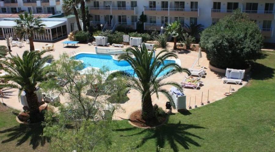 struttura hotel e piscina