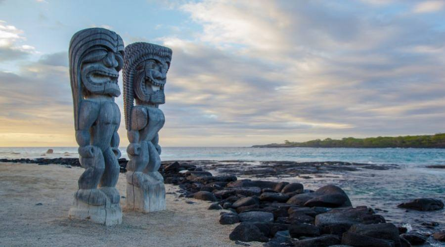 Wooden Hawaiian statues in Puauhonua o Honaunau National Historical Park, Big Island