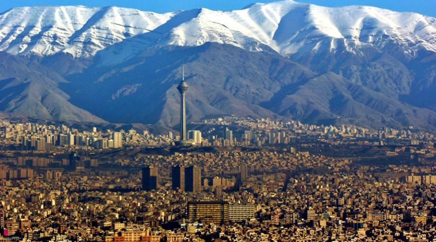 Le montagne innevate viste da Tehran