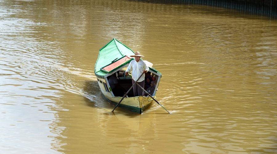 Imbarcazione a Kuching