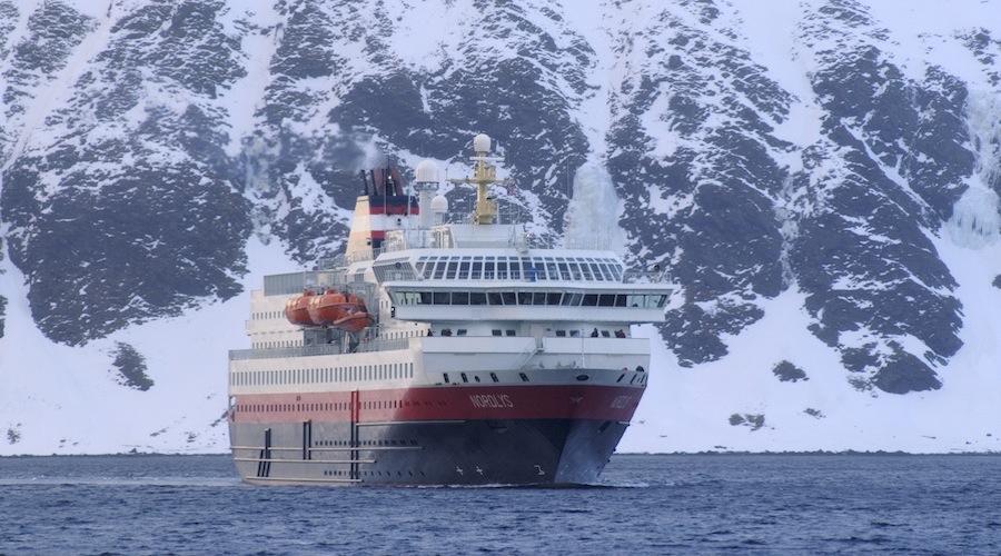 Il Postale Hurtigruten in navigazione (rym Ivar Bergsmo_www.nordnorge.com)