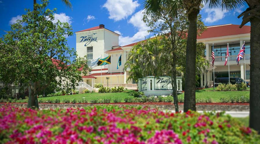 Esterno Hotel Breezes di Nassau