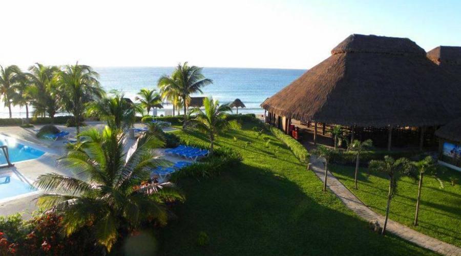 Akumal Bay-Beach&Resort: Ristorante Esterno