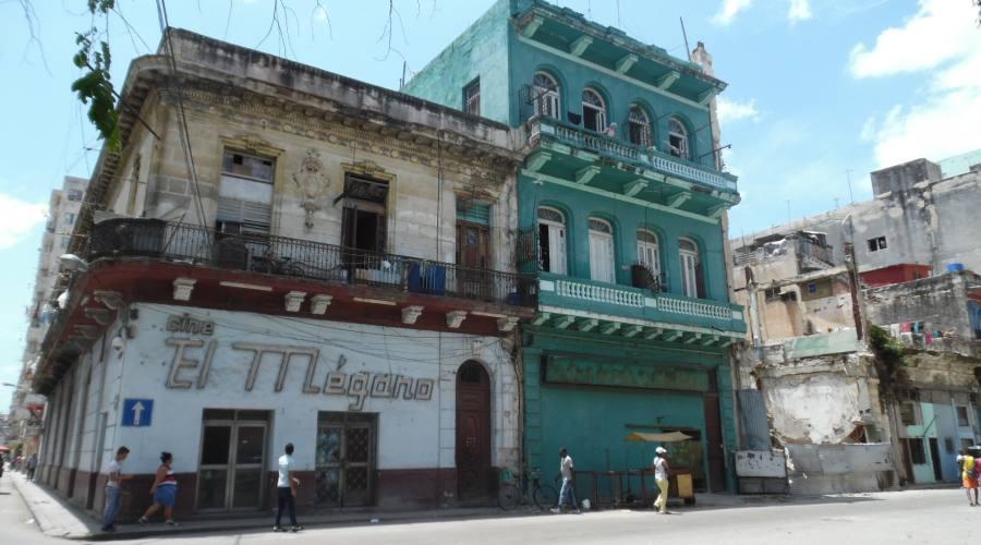 L'Havana - Famosissimo Cinema con Grandi Proiezioni