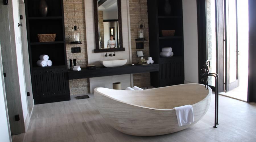Sala da bagno all'Alila Hotel