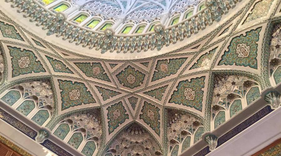 Un particolare della Moschea del Sultano Qabos a Muscat