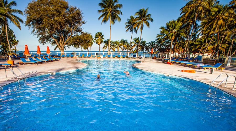 La piscina del Langley Resort Fort Royal