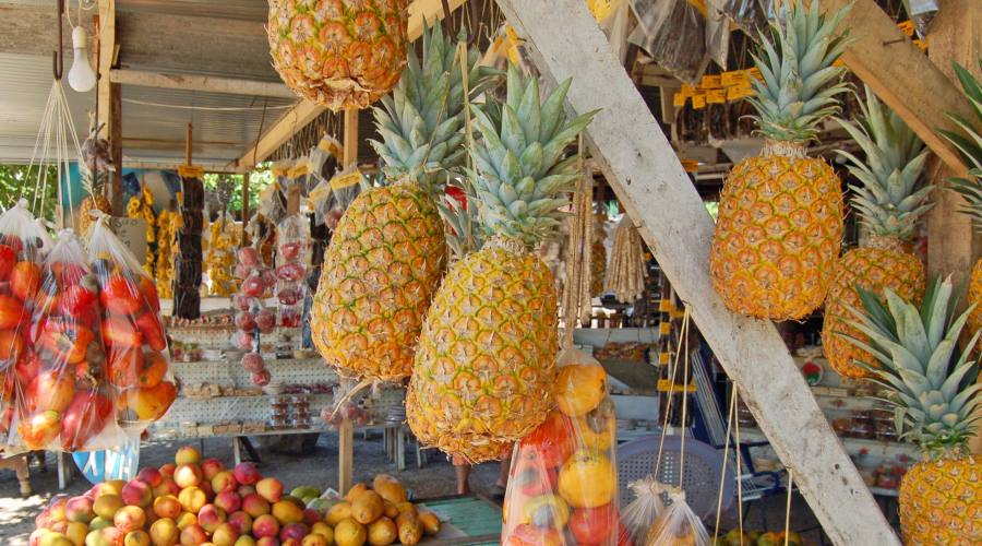 Ananas al mercato