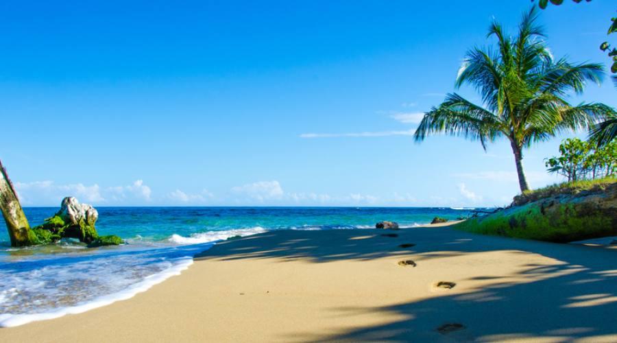 Spiaggia lungo la costa del Pacifico
