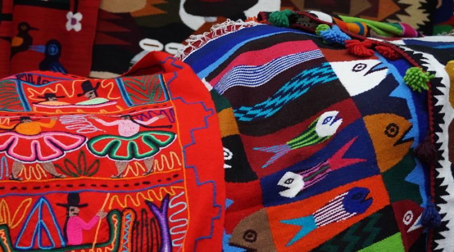 Tessuti al mercato di Guamote