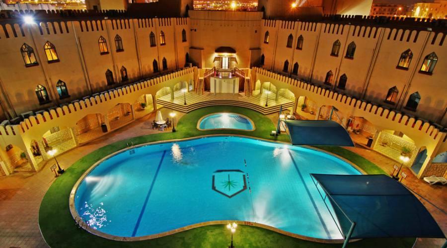 Majan Continental ht.- piscina e hotel