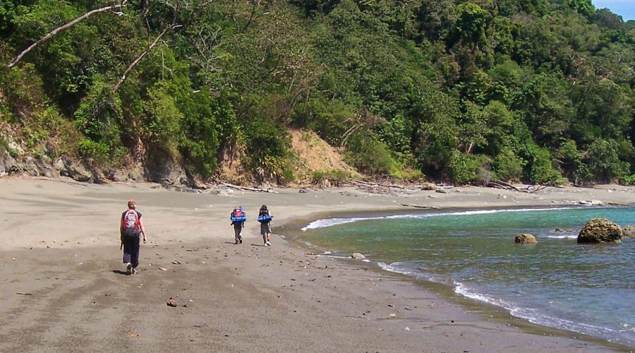 Parte del trekking si svolge lungo la spiaggia