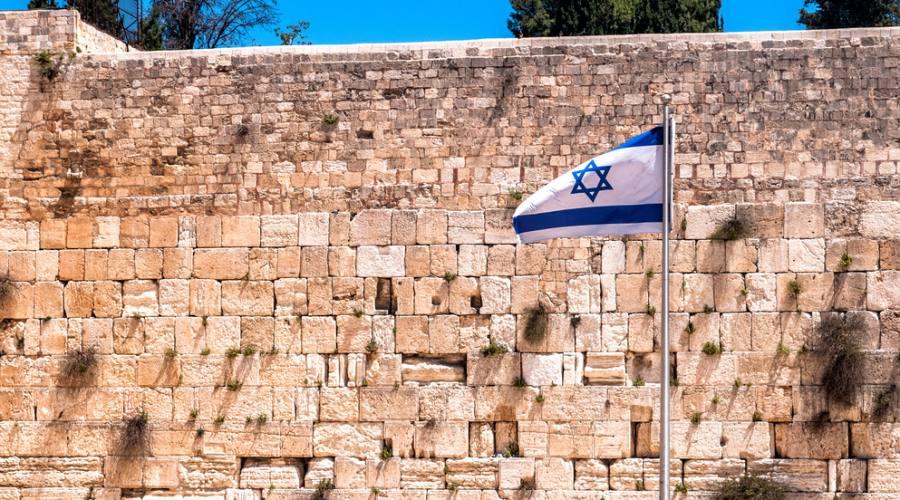 Gerusalemme, muro del pianto con la bandiera di Israele