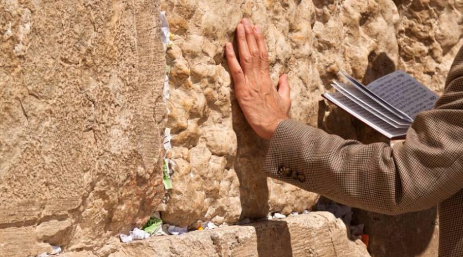 Gerusalemme, preghiera al muro del...