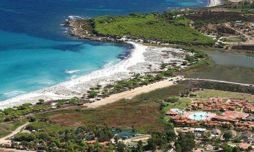 Villaggio Accessibile su una Splendida Baia di Sabbia Bianca