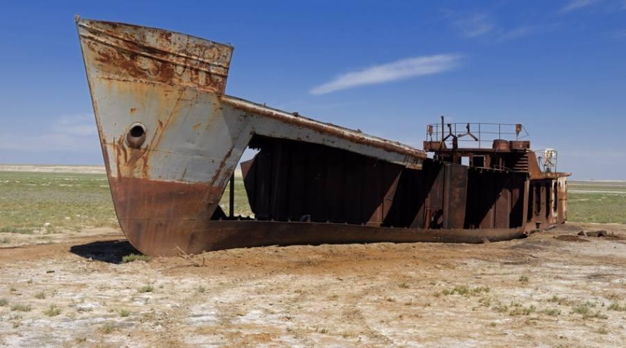 Nave abbandonata nel lago d'Aral