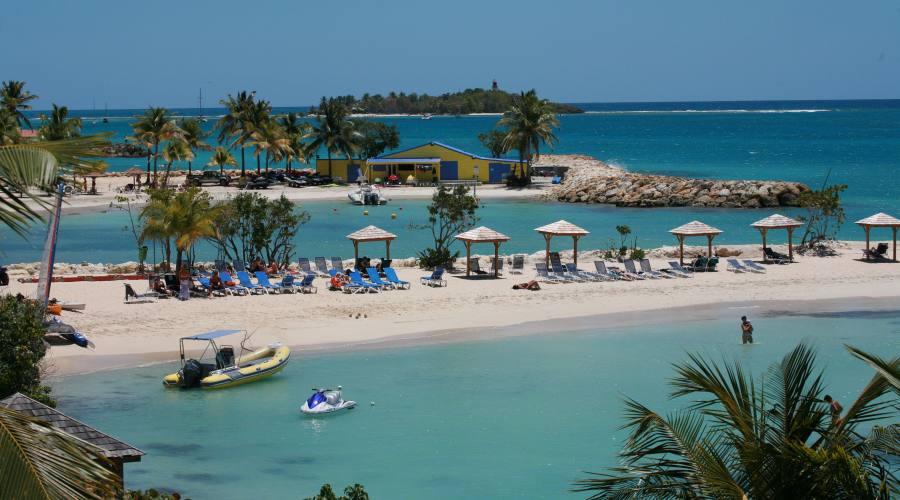 La spiaggia del Creole Beach Hotel