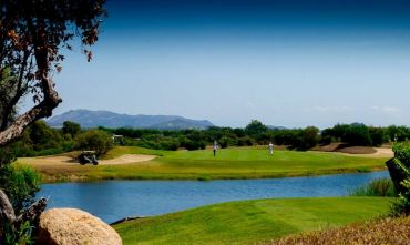 Is Molas Golf Resort, 27 buche sul mare!