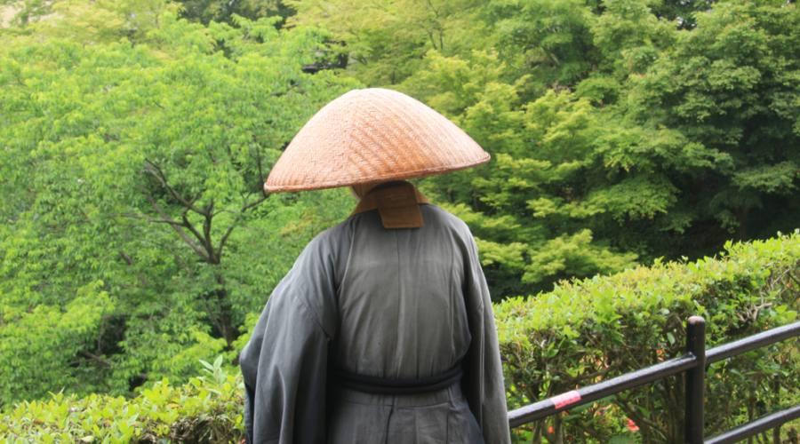 Un monaco zen al tempio Kiyomizu di Kyoto