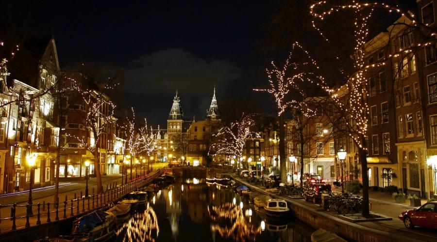Amsterdam illuminata a festa