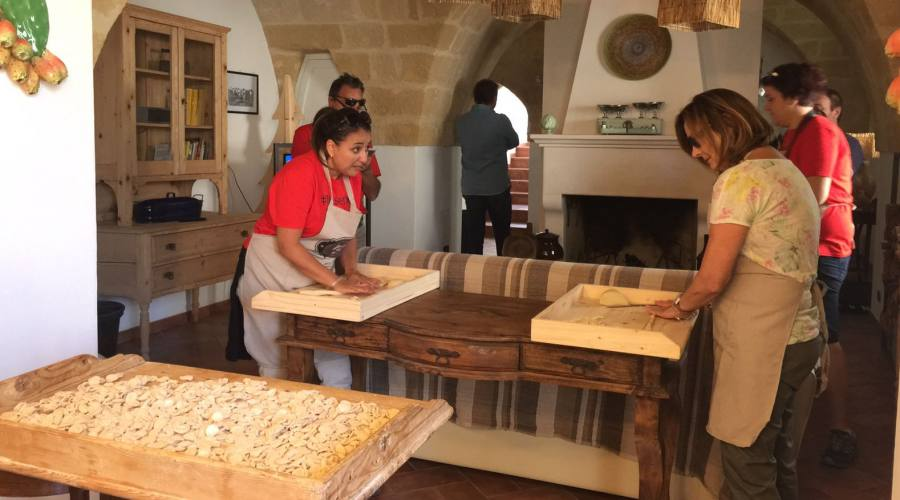 Mani in Pasta in Masseria