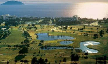 Una lunghissima spiaggia di sabbia ed un campo da Golf 18 buche...