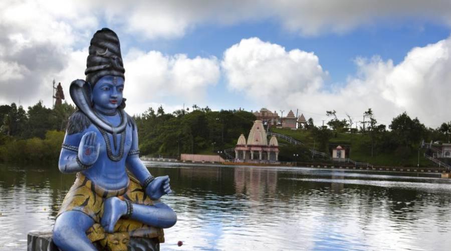 Divinités au lac de Grand Bassin