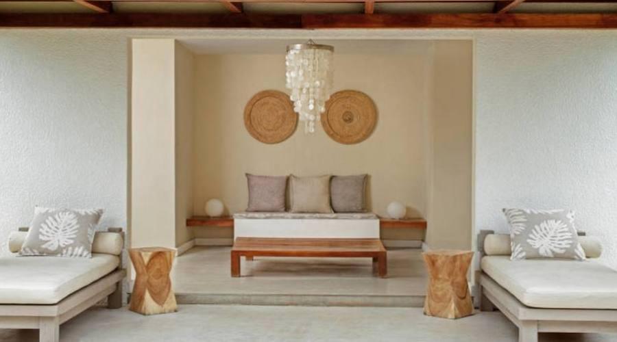 Lounge à côté de la réception