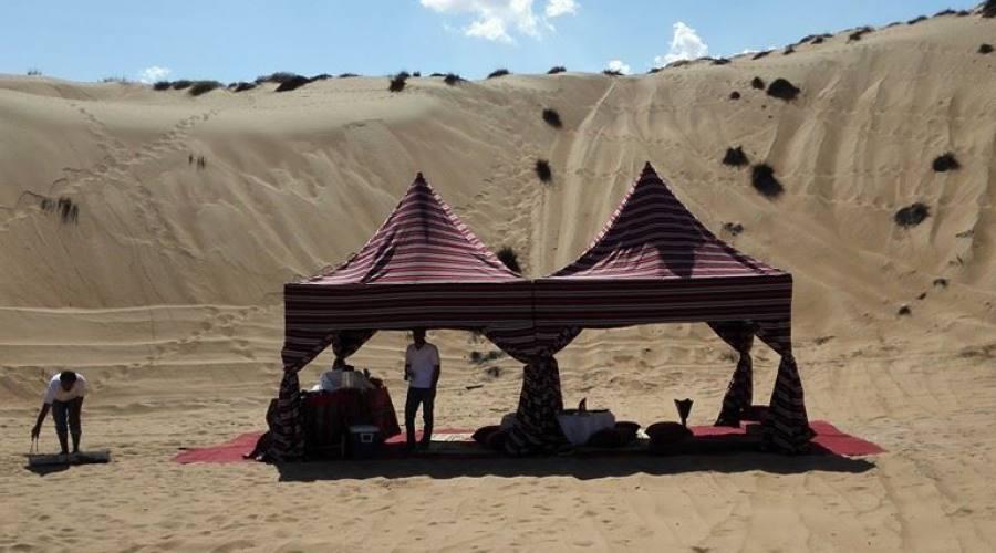 Tende del campo mobile nel deserto di Wahiba Sands