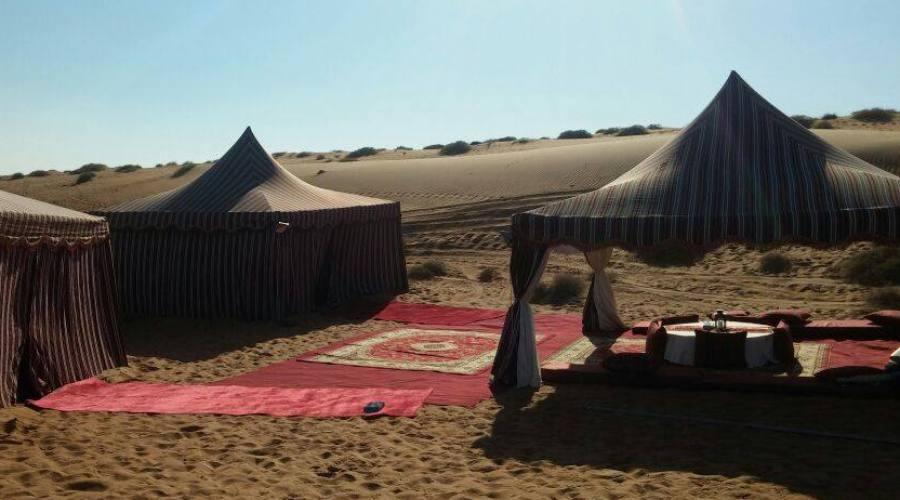 Campo mobile nel deserto omanita