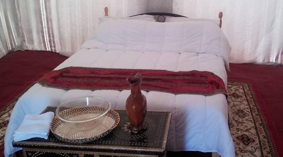 letto matrimoniale nel campo tendato mobile