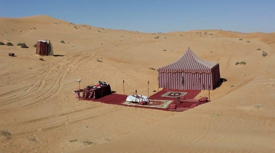 Tenda beduina nel deserto di Wahiba Sands