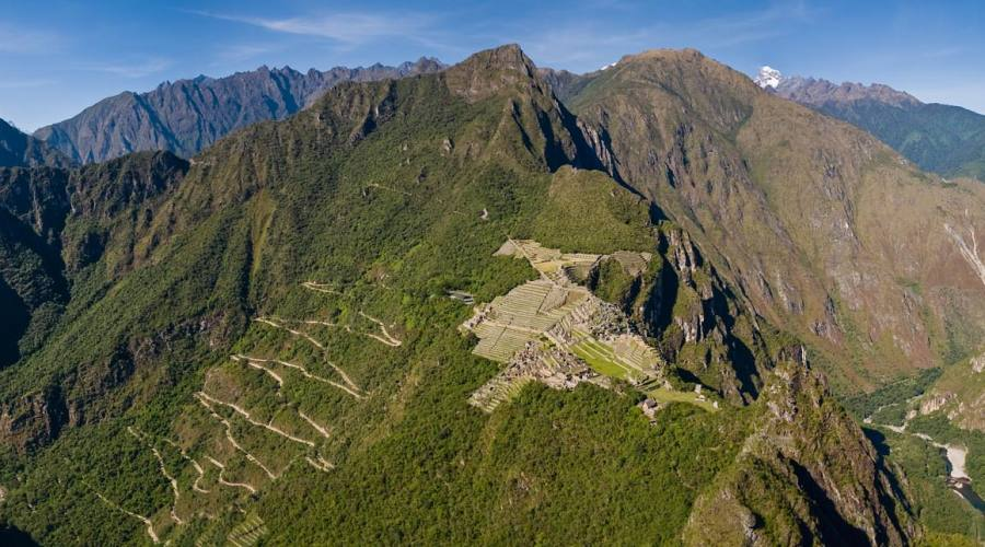 Una parte del percorso visto dal versante opposto